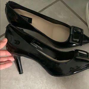 Black jones New York signature pointed heel